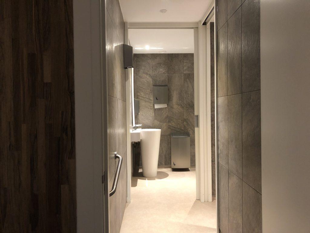 Wij beschikken over nette wc's met een moderne uitstraling. Er is een aparte ruimte voor mannen en vrouwen.
